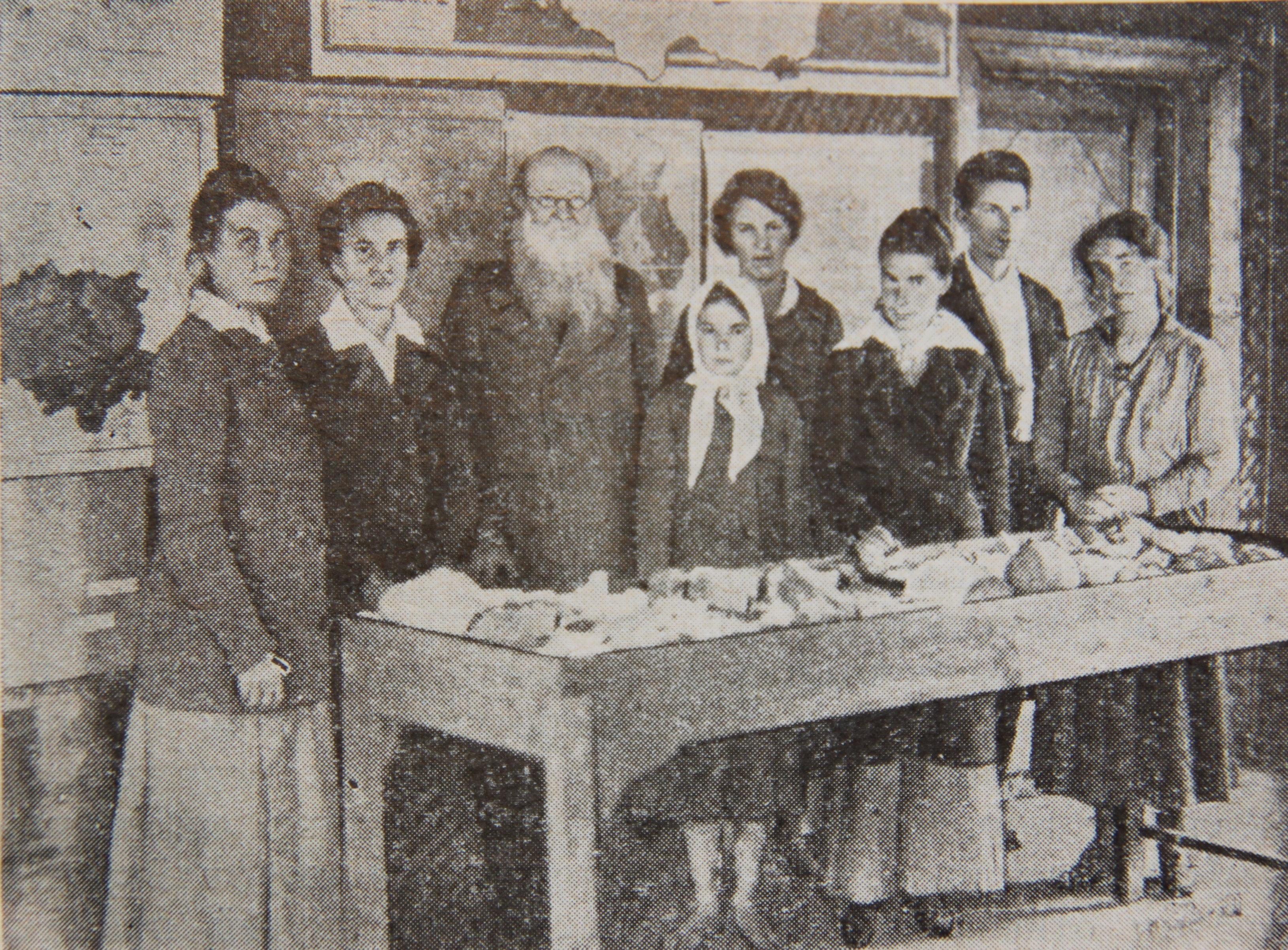 П.А.Кропоткин с группой сотрудников Дмитровского краеведческого музея