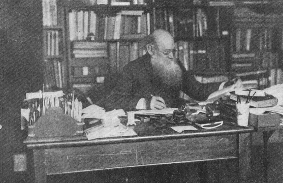 П.А.Кропоткин за своим рабочим столом