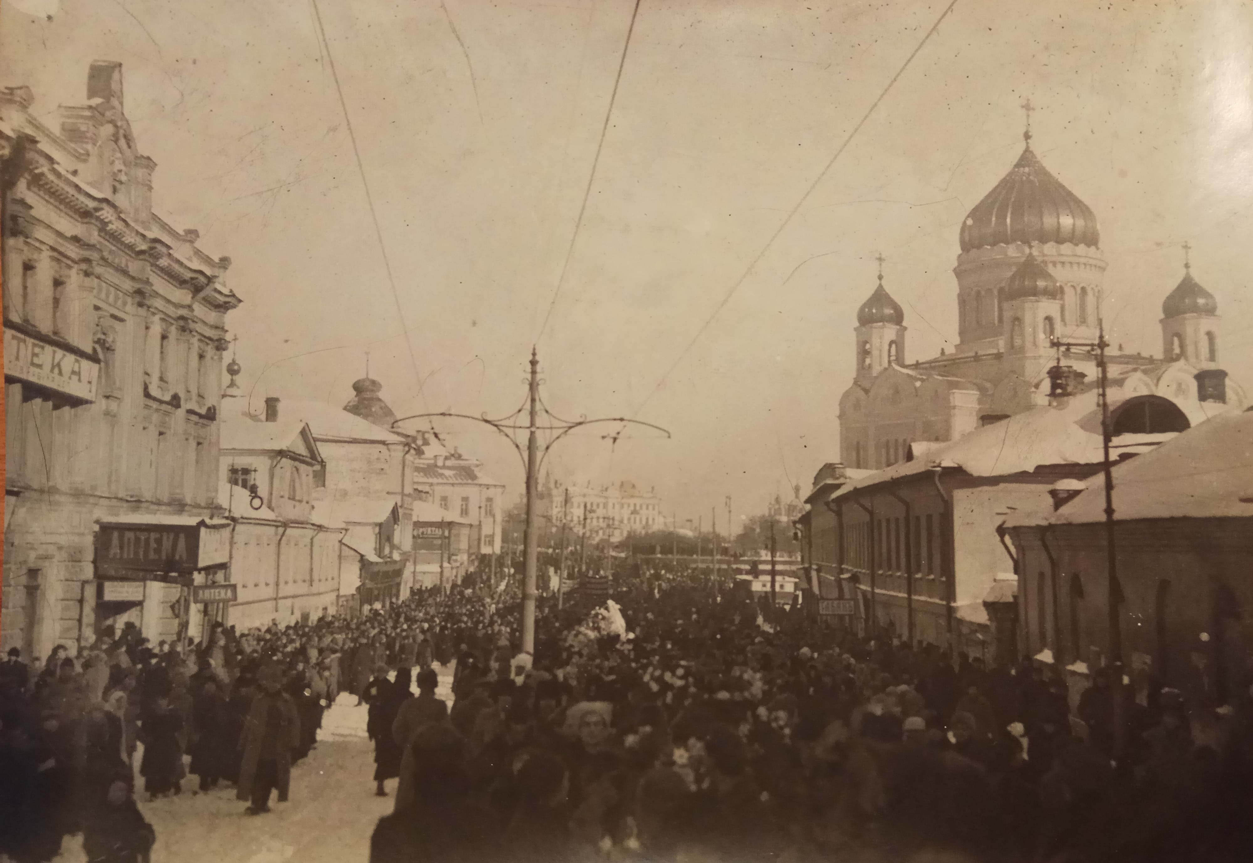 Шествие по Пречистенке в гор. Москве, похороны П.А.Кропоткина
